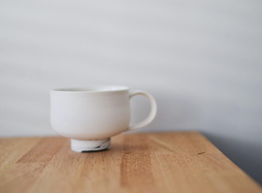 白とmarbleのカップ