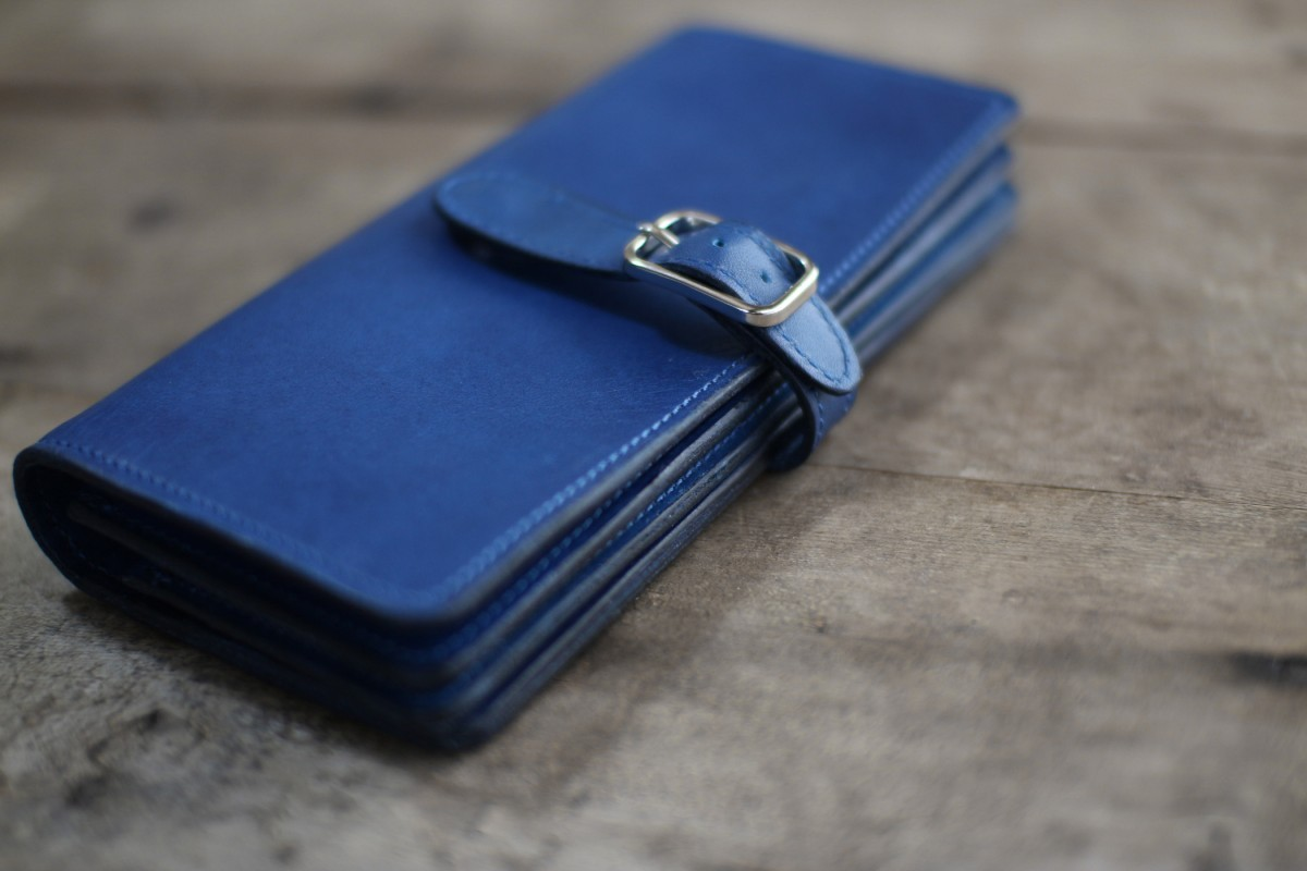 timeless design 4fde8 ce877 藍染革 長財布 椚 マグネット留めベルト追加