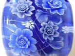 とんぼ玉帯留め デルフトブルーの薔薇(バラ)の画像