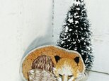 眠るキツネちゃん*刺繍ブローチの画像