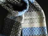 〈sale〉手織りカシミヤ混マフラー モノクロ×青の画像