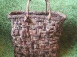 貴重な山葡萄の蔓で編んだ手提げ籠(バッグ)【大型・大容量】の画像