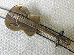 真鍮ブラス製 ギターデザイン(大)帯留め 着物や浴衣の帯締め飾りにの画像
