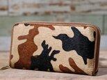 イタリア産 毛付き牛革 迷彩 ベージュ 長財布 ラウンドファスナー 牛革 皮 ハンドメイド 手作りの画像