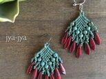 turquoise & red dagger fringe earringの画像