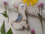 お花模様のケープの可愛いウサギちゃんの画像