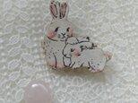 親子のウサギちゃんブローチの画像