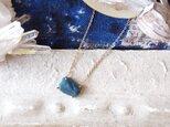 [一点物]原石のブルーアパタイトのネックレスの画像