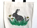 rabbit and dandelion tote w/long handleの画像