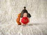 小さな小さな金太郎とくまさん(木彫り)の画像