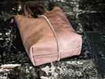 クロスステッチ本革レザートートバッグ縦長/サンドベージュの画像