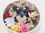 お花で作ったワンちゃん [ちいさな友達:ミニチュア・シュナウザーBOXアレンジ~」白の画像