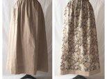 【肌ざわり至上主義】ダブルガーゼのリバーシブルスカート(レトロフラワー×ベージュ)の画像