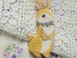 春の新作 花首飾りの可愛い野ウサギちゃんブローチの画像
