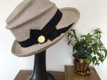 夏用の帽子(薄いグレーベージュ色)の画像
