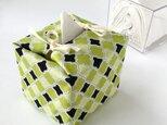 リバーシブルキューブティッシュ・容器付き(USA生地黄緑のモロッカン柄×花柄)の画像
