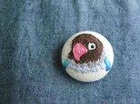 刺繍 ブルーボタンインコ ブローチ くるみボタン 鳥の画像