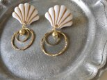 White and Gold Shellfish Beads Pierced earringsの画像