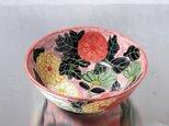 骨董のような菊模様の鉢の画像