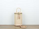 本革 蓋付きバケツ型ハンドバッグ&ショルダーバッグ の画像