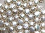 小粒 淡水パール 10粒 5mm ベビー バロック ボタン型 パーツ 素材の画像