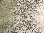 ギルディング和紙 大 椿柄生成和紙黃混合箔の画像