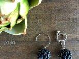 beads ball earrings - indigo denimの画像