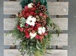 エバーグリーンと赤いお花のスワッグの画像
