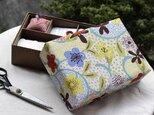 洋風花の裁縫箱の画像