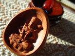 虚空蔵菩薩様彫り 花梨木 棗型瑪瑙 お紐仕立てストラップの画像
