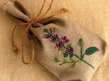 リネンのハーブ刺繍のサシェ〈セージ〉の画像