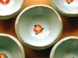 赤い椿の豆皿の画像