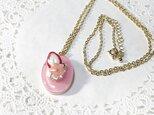 桜いちごケーキのネックレスの画像