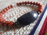 w様ご予約 朱色が美しい南紅瑪瑙と古珠アメジスト 水晶のブレスレットの画像