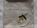 刺繍の大判ハンカチ☆ミモザの画像