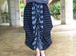 再販!手織り綿絣織り変わりロングスカート、インディゴ、オールシーズンの画像