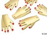赤いネイルの手チャーム ゴールド 6個【ハロウィン ピアスパーツ ハンドメイド素材】の画像