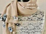 刺繍のお花つき パシュミナストール「デイジー」 ミルクティー&グレーの画像