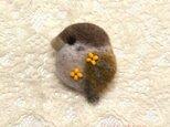 「金木犀と子すずめ」羊毛ブローチの画像