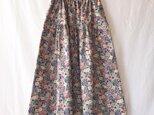 花模様をまとう細コーデュロイのティアードスカート(レトロフラワー:パープル)の画像