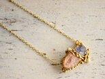 K18GP モルガナイト原石とアイオライト原石のペンダントの画像