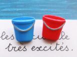 (2個) 赤と青のバケツのボタン フランス製の画像