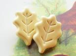 (2個) 葉っぱのボタン クリーム色22mm フランス製の画像