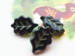 (3個) 葉っぱのボタン 深緑18mm フランス製の画像
