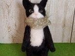 白黒ハチワレ猫(お座り)羊毛フェルトの画像