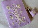 花の刺繍飾りのソーイングポーチ「マーガレット」の画像