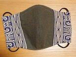 アイヌ文様の立体マスク(ベージュ系×カーキ)の画像