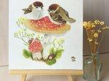 「スズメとベニテングタケ」の18x18cm パネルの画像