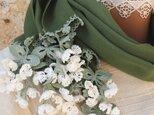 立体レース 花のコットンストール「風の花/2辺」アイビー・グリーンの画像
