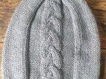 <KIDS> 100%ベビーアルパカ ケーブル編みニット帽 ダークベージュの画像